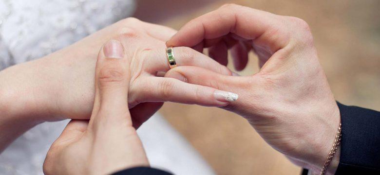 Если во сне вы никак не можете подобрать себе кольцо по размеру – это означает, что в реальной жизни вы не испытываете ни к кому сердечной привязанности.